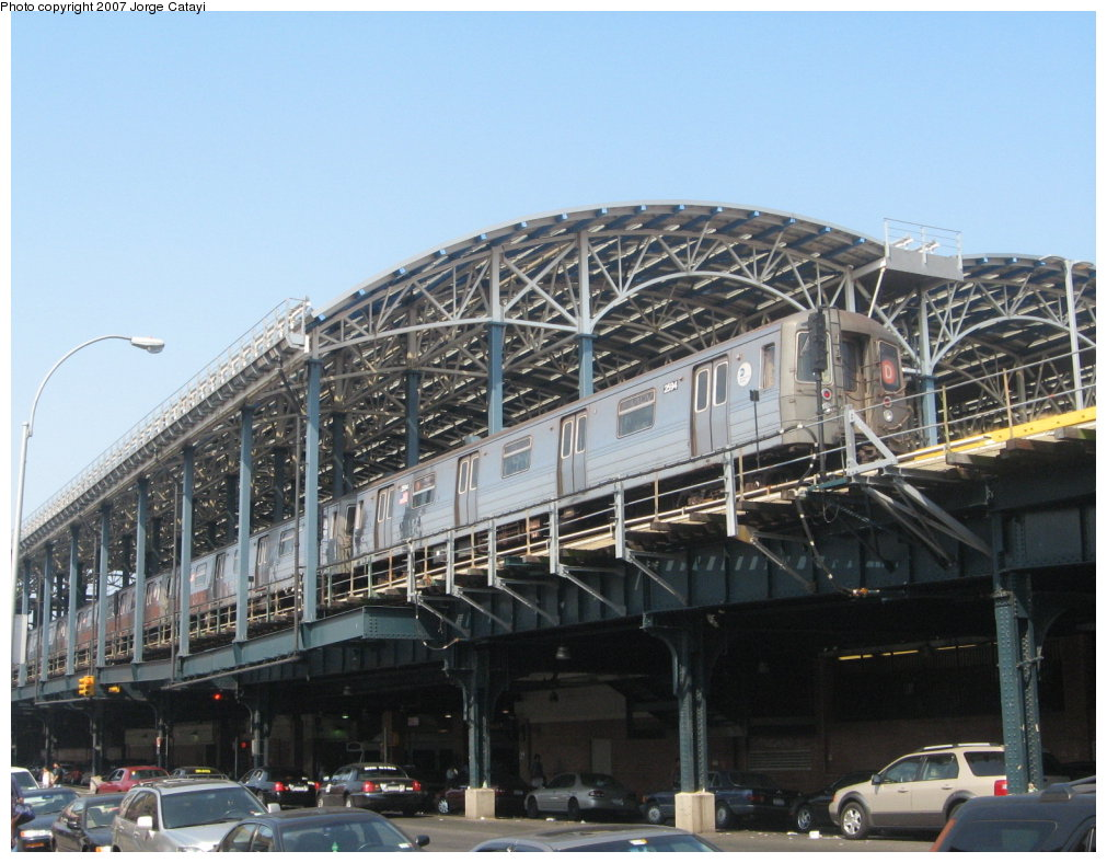 (169k, 1011x788)<br><b>Country:</b> United States<br><b>City:</b> New York<br><b>System:</b> New York City Transit<br><b>Location:</b> Coney Island/Stillwell Avenue<br><b>Route:</b> D<br><b>Car:</b> R-68 (Westinghouse-Amrail, 1986-1988)  2594 <br><b>Photo by:</b> Jorge Catayi<br><b>Date:</b> 9/8/2007<br><b>Viewed (this week/total):</b> 0 / 1681