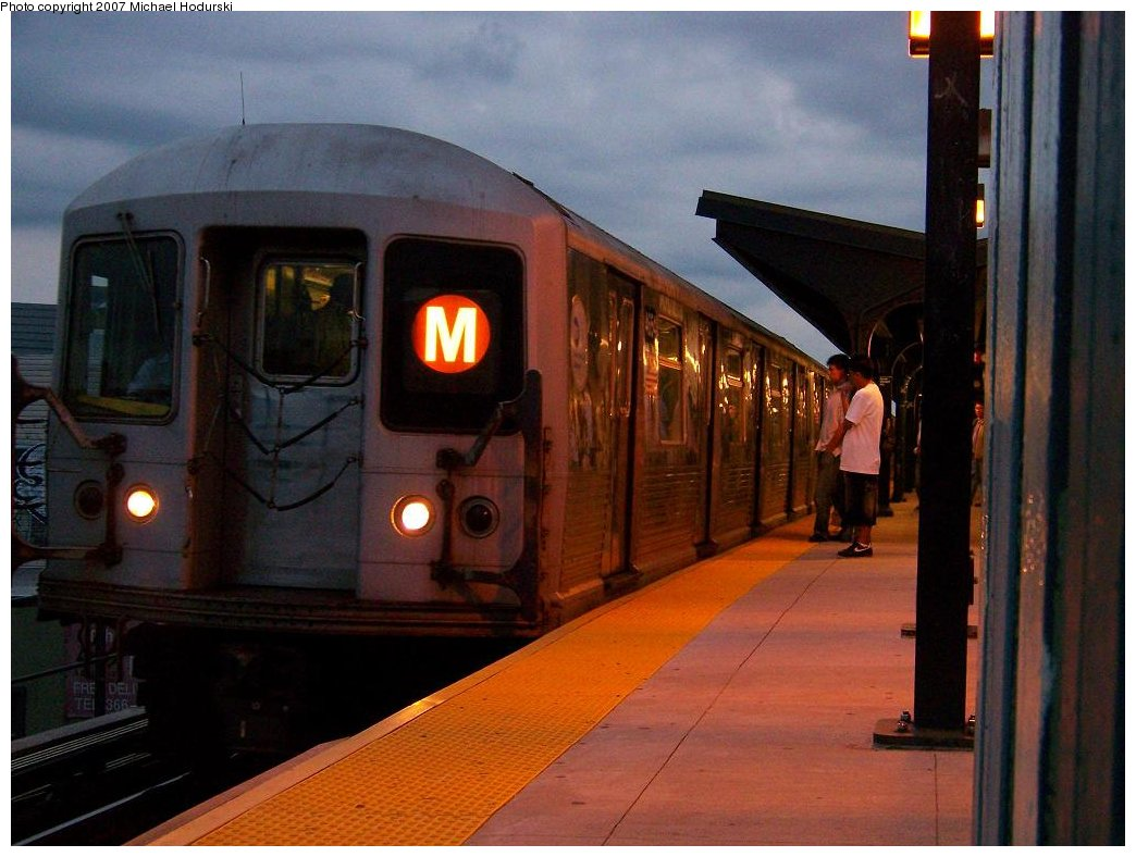 (158k, 1044x788)<br><b>Country:</b> United States<br><b>City:</b> New York<br><b>System:</b> New York City Transit<br><b>Line:</b> BMT Myrtle Avenue Line<br><b>Location:</b> Wyckoff Avenue <br><b>Route:</b> M<br><b>Car:</b> R-42 (St. Louis, 1969-1970)  4654 <br><b>Photo by:</b> Michael Hodurski<br><b>Date:</b> 9/14/2007<br><b>Viewed (this week/total):</b> 2 / 1719