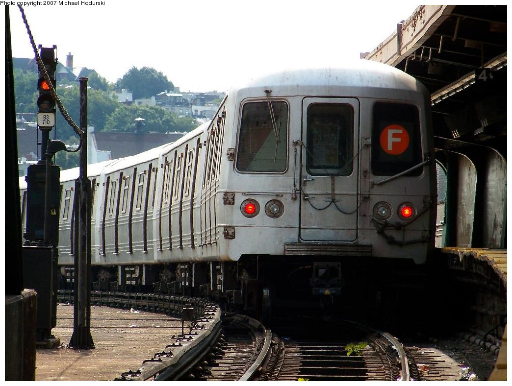 (192k, 1044x788)<br><b>Country:</b> United States<br><b>City:</b> New York<br><b>System:</b> New York City Transit<br><b>Line:</b> IND Crosstown Line<br><b>Location:</b> Smith/9th Street <br><b>Route:</b> F<br><b>Car:</b> R-46 (Pullman-Standard, 1974-75) 6206 <br><b>Photo by:</b> Michael Hodurski<br><b>Date:</b> 9/13/2007<br><b>Viewed (this week/total):</b> 2 / 1590