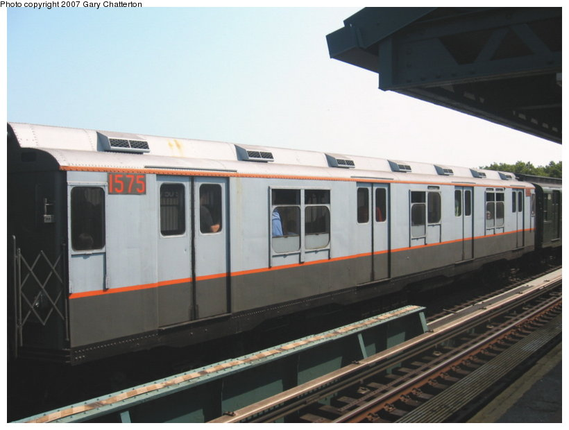 (80k, 820x620)<br><b>Country:</b> United States<br><b>City:</b> New York<br><b>System:</b> New York City Transit<br><b>Line:</b> BMT West End Line<br><b>Location:</b> Bay 50th Street <br><b>Route:</b> Fan Trip<br><b>Car:</b> R-7A (Pullman, 1938)  1575 <br><b>Photo by:</b> Gary Chatterton<br><b>Date:</b> 9/8/2007<br><b>Viewed (this week/total):</b> 1 / 1537