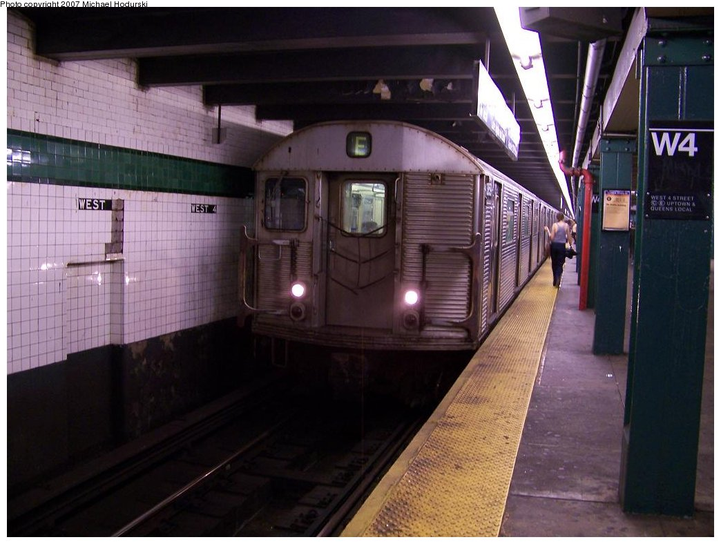 (160k, 1044x788)<br><b>Country:</b> United States<br><b>City:</b> New York<br><b>System:</b> New York City Transit<br><b>Line:</b> IND 8th Avenue Line<br><b>Location:</b> West 4th Street/Washington Square <br><b>Route:</b> E<br><b>Car:</b> R-32 (Budd, 1964)  3859 <br><b>Photo by:</b> Michael Hodurski<br><b>Date:</b> 8/16/2007<br><b>Viewed (this week/total):</b> 0 / 1659