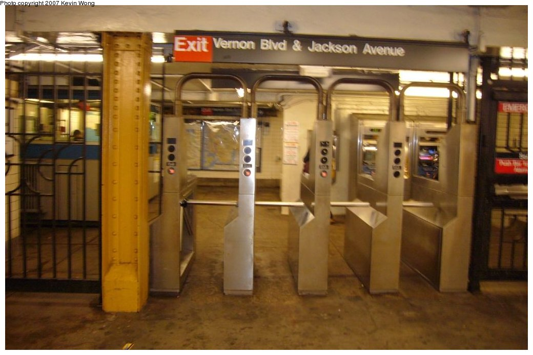 (117k, 1040x694)<br><b>Country:</b> United States<br><b>City:</b> New York<br><b>System:</b> New York City Transit<br><b>Line:</b> IRT Flushing Line<br><b>Location:</b> Vernon-Jackson Avenues <br><b>Photo by:</b> Kevin Wong<br><b>Date:</b> 4/4/2007<br><b>Notes:</b> South exit to Vernon Blvd.<br><b>Viewed (this week/total):</b> 4 / 1954