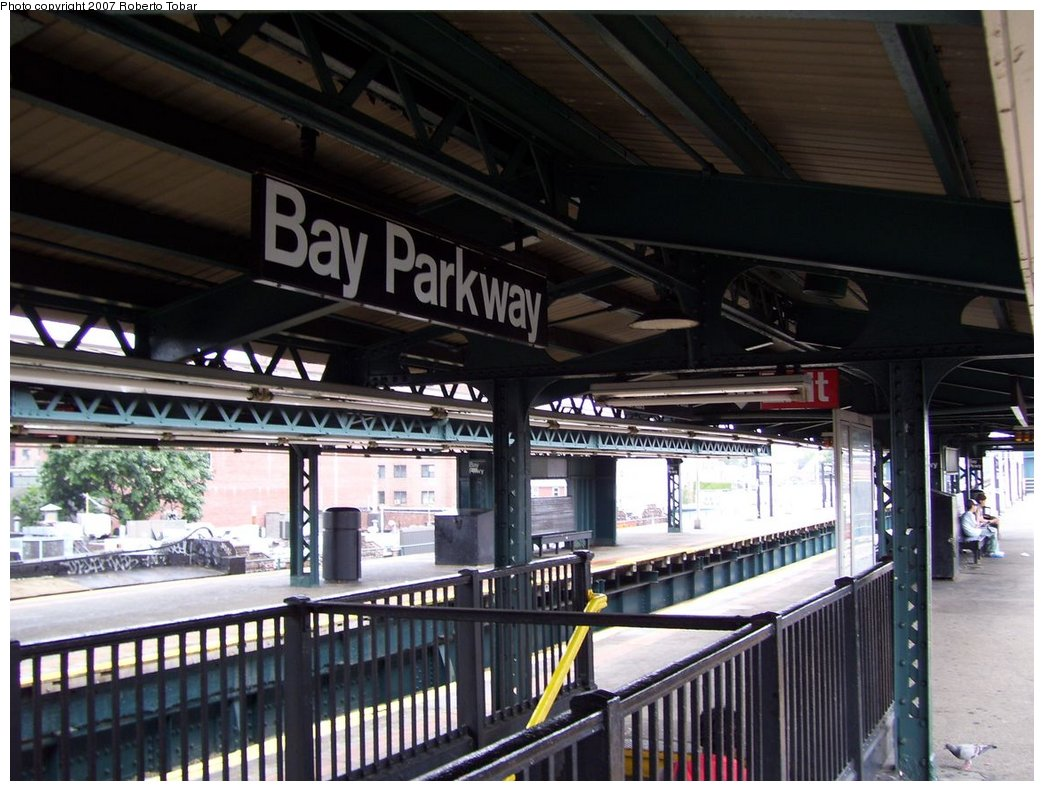 (182k, 1044x791)<br><b>Country:</b> United States<br><b>City:</b> New York<br><b>System:</b> New York City Transit<br><b>Line:</b> BMT West End Line<br><b>Location:</b> Bay Parkway <br><b>Photo by:</b> Roberto C. Tobar<br><b>Date:</b> 9/22/2007<br><b>Notes:</b> Station view.<br><b>Viewed (this week/total):</b> 1 / 1355