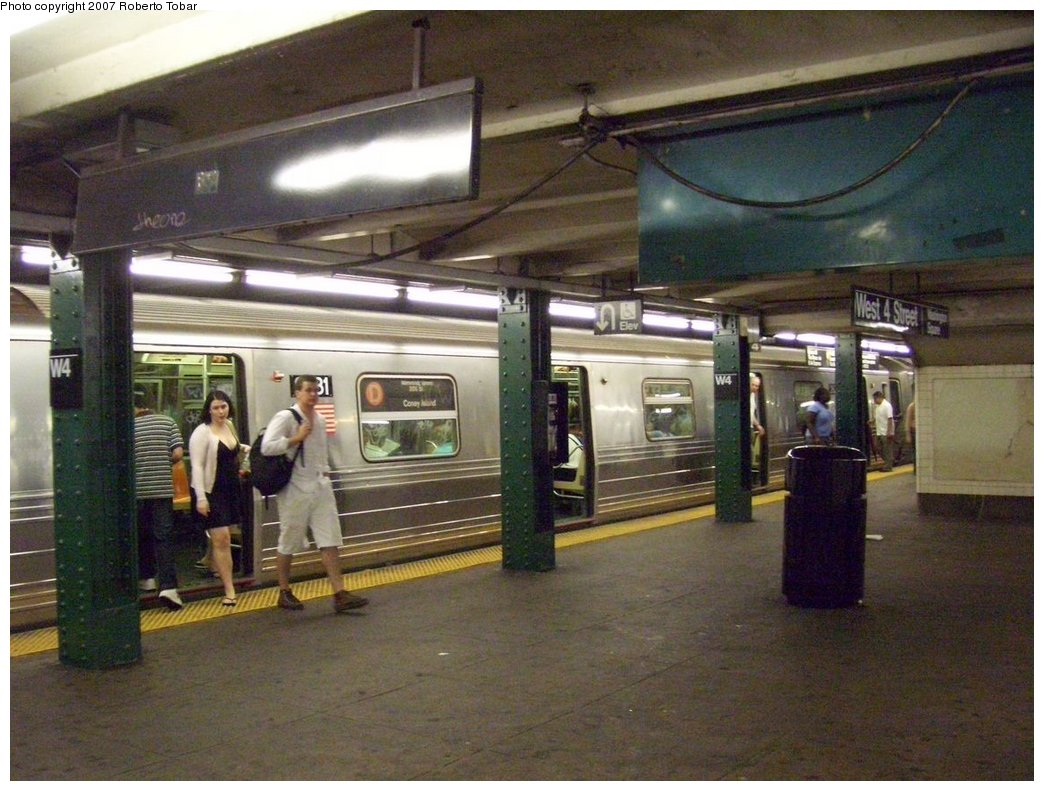 (186k, 1044x791)<br><b>Country:</b> United States<br><b>City:</b> New York<br><b>System:</b> New York City Transit<br><b>Line:</b> IND 6th Avenue Line<br><b>Location:</b> West 4th Street/Washington Square <br><b>Route:</b> D<br><b>Car:</b> R-68 (Westinghouse-Amrail, 1986-1988)  2631 <br><b>Photo by:</b> Roberto C. Tobar<br><b>Date:</b> 9/22/2007<br><b>Notes:</b> Lower level.<br><b>Viewed (this week/total):</b> 0 / 2106