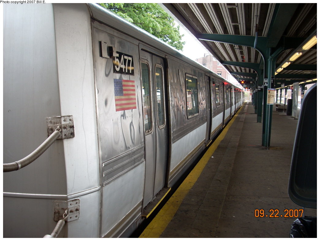 (193k, 1044x788)<br><b>Country:</b> United States<br><b>City:</b> New York<br><b>System:</b> New York City Transit<br><b>Line:</b> IND Rockaway<br><b>Location:</b> Mott Avenue/Far Rockaway <br><b>Route:</b> S<br><b>Car:</b> R-44 (St. Louis, 1971-73) 5477 <br><b>Photo by:</b> Bill E.<br><b>Date:</b> 9/22/2007<br><b>Viewed (this week/total):</b> 1 / 2052
