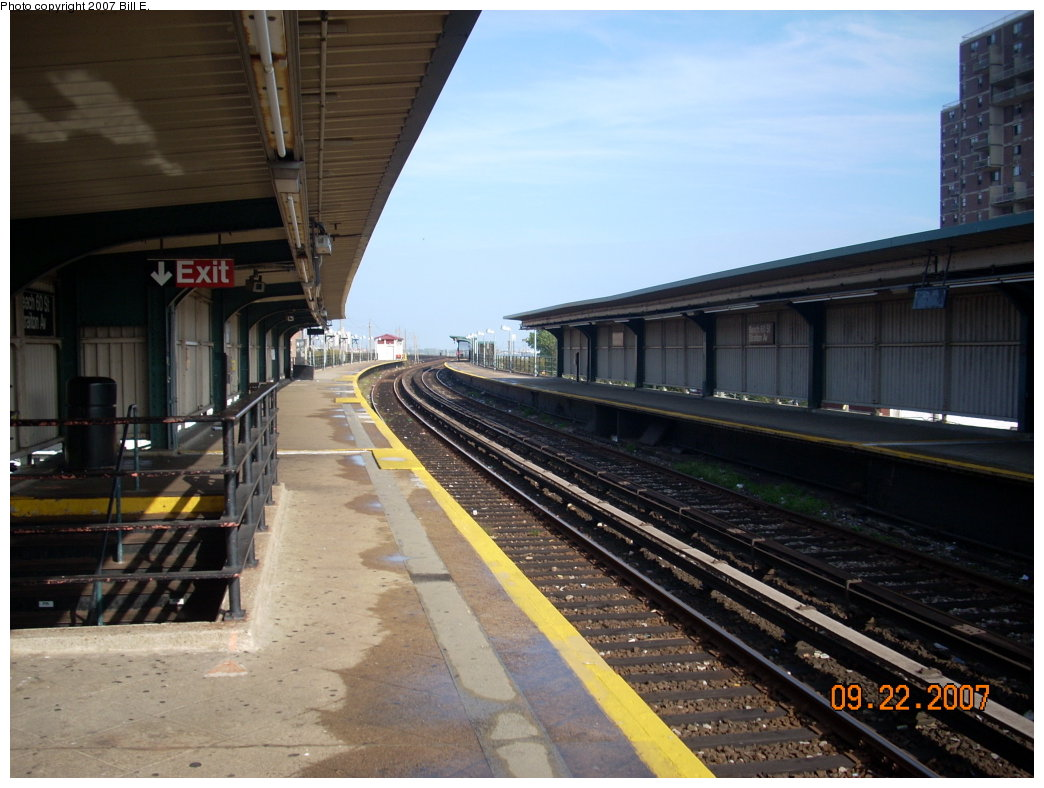 (191k, 1044x788)<br><b>Country:</b> United States<br><b>City:</b> New York<br><b>System:</b> New York City Transit<br><b>Line:</b> IND Rockaway<br><b>Location:</b> Beach 60th Street/Straiton <br><b>Photo by:</b> Bill E.<br><b>Date:</b> 9/22/2007<br><b>Viewed (this week/total):</b> 1 / 878