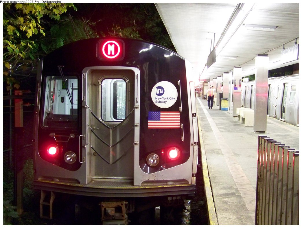 (181k, 1044x788)<br><b>Country:</b> United States<br><b>City:</b> New York<br><b>System:</b> New York City Transit<br><b>Line:</b> BMT Myrtle Avenue Line<br><b>Location:</b> Metropolitan Avenue <br><b>Route:</b> M<br><b>Car:</b> R-143 (Kawasaki, 2001-2002) 8260 <br><b>Photo by:</b> Philip D'Allesandro<br><b>Date:</b> 9/23/2007<br><b>Viewed (this week/total):</b> 3 / 3801