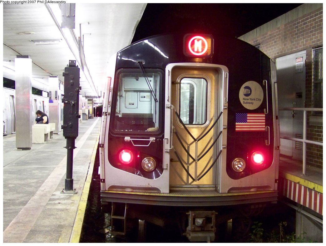 (177k, 1044x788)<br><b>Country:</b> United States<br><b>City:</b> New York<br><b>System:</b> New York City Transit<br><b>Line:</b> BMT Myrtle Avenue Line<br><b>Location:</b> Metropolitan Avenue <br><b>Route:</b> M<br><b>Car:</b> R-143 (Kawasaki, 2001-2002) 8281 <br><b>Photo by:</b> Philip D'Allesandro<br><b>Date:</b> 9/23/2007<br><b>Viewed (this week/total):</b> 1 / 2185