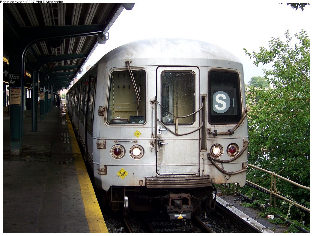 (210k, 1044x788)<br><b>Country:</b> United States<br><b>City:</b> New York<br><b>System:</b> New York City Transit<br><b>Line:</b> IND Rockaway<br><b>Location:</b> Mott Avenue/Far Rockaway <br><b>Route:</b> S<br><b>Car:</b> R-44 (St. Louis, 1971-73) 5295 <br><b>Photo by:</b> Philip D'Allesandro<br><b>Date:</b> 9/22/2007<br><b>Viewed (this week/total):</b> 2 / 1495