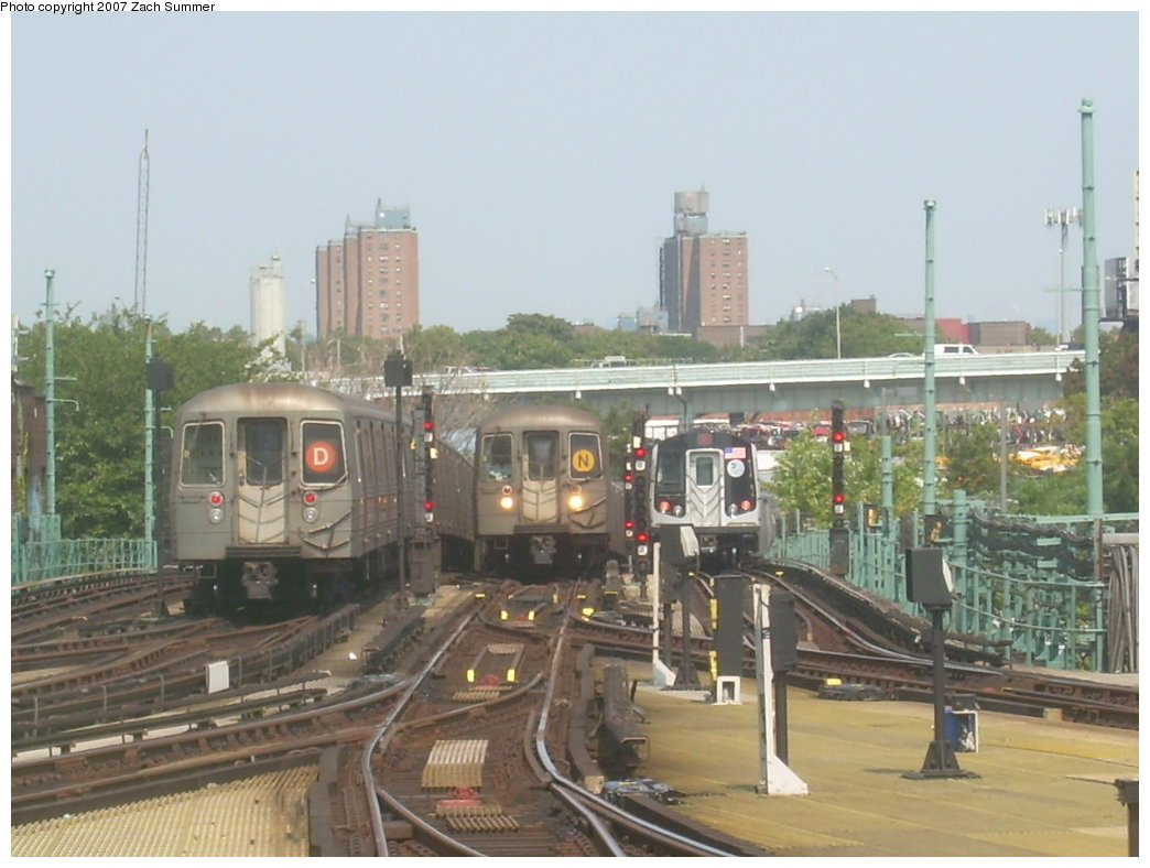 (183k, 1044x788)<br><b>Country:</b> United States<br><b>City:</b> New York<br><b>System:</b> New York City Transit<br><b>Location:</b> Coney Island/Stillwell Avenue<br><b>Photo by:</b> Zach Summer<br><b>Date:</b> 9/8/2007<br><b>Notes:</b> Left to right, R68 on D, R68 2790 on N, R160B on N.<br><b>Viewed (this week/total):</b> 0 / 1635