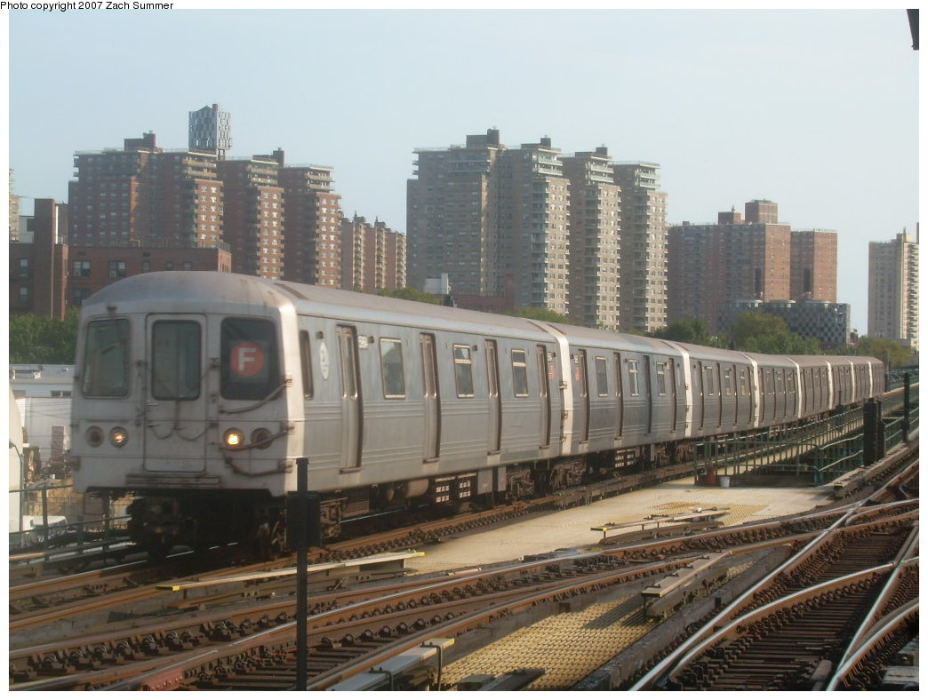 (199k, 1044x788)<br><b>Country:</b> United States<br><b>City:</b> New York<br><b>System:</b> New York City Transit<br><b>Line:</b> BMT Culver Line<br><b>Location:</b> Avenue X <br><b>Route:</b> F<br><b>Car:</b> R-46 (Pullman-Standard, 1974-75) 5964 <br><b>Photo by:</b> Zach Summer<br><b>Date:</b> 9/9/2007<br><b>Viewed (this week/total):</b> 2 / 1895