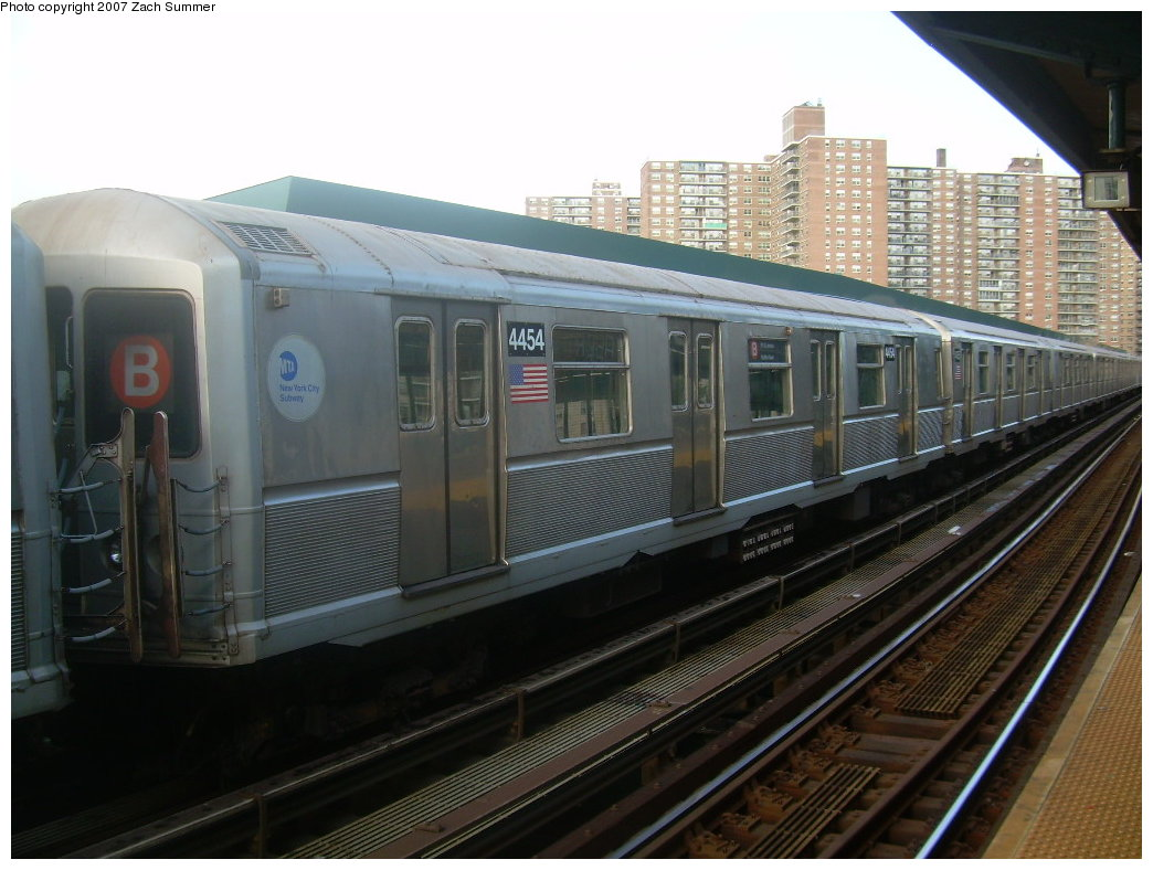 (193k, 1044x788)<br><b>Country:</b> United States<br><b>City:</b> New York<br><b>System:</b> New York City Transit<br><b>Line:</b> BMT Brighton Line<br><b>Location:</b> West 8th Street <br><b>Car:</b> R-40M (St. Louis, 1969)  4454 <br><b>Photo by:</b> Zach Summer<br><b>Date:</b> 9/9/2007<br><b>Notes:</b> Yard move.<br><b>Viewed (this week/total):</b> 0 / 1427