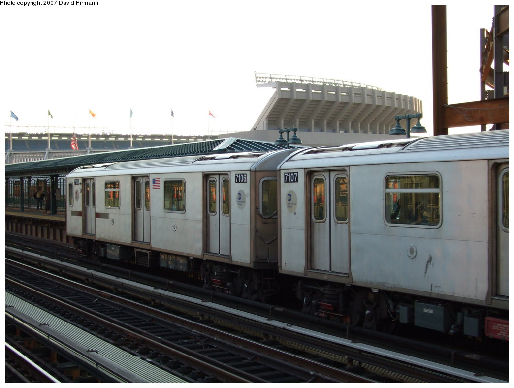 (147k, 1044x788)<br><b>Country:</b> United States<br><b>City:</b> New York<br><b>System:</b> New York City Transit<br><b>Line:</b> IRT Woodlawn Line<br><b>Location:</b> 161st Street/River Avenue (Yankee Stadium) <br><b>Route:</b> 4<br><b>Car:</b> R-142 (Option Order, Bombardier, 2002-2003)  7106 <br><b>Photo by:</b> David Pirmann<br><b>Date:</b> 9/21/2007<br><b>Viewed (this week/total):</b> 0 / 2040