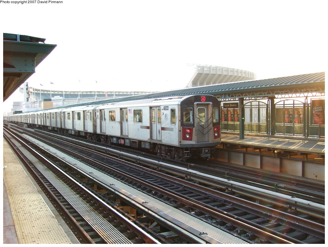 (203k, 1044x788)<br><b>Country:</b> United States<br><b>City:</b> New York<br><b>System:</b> New York City Transit<br><b>Line:</b> IRT Woodlawn Line<br><b>Location:</b> 161st Street/River Avenue (Yankee Stadium) <br><b>Route:</b> 4<br><b>Car:</b> R-142 (Option Order, Bombardier, 2002-2003)  7096 <br><b>Photo by:</b> David Pirmann<br><b>Date:</b> 9/21/2007<br><b>Viewed (this week/total):</b> 0 / 1476