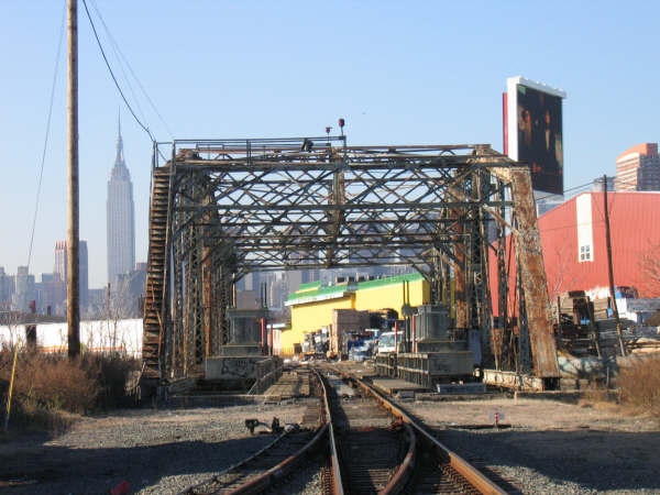 (48k, 600x450)<br><b>Country:</b> United States<br><b>City:</b> New York<br><b>System:</b> Long Island Rail Road<br><b>Line:</b> LIRR Long Island City<br><b>Location:</b> Dutch Kills Draw/nr. Borden Ave & 27th St. <br><b>Photo by:</b> Professor J<br><b>Date:</b> 10/2006<br><b>Viewed (this week/total):</b> 4 / 1182