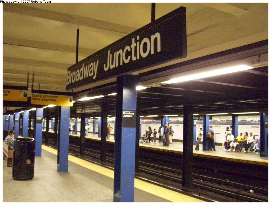 (184k, 1044x790)<br><b>Country:</b> United States<br><b>City:</b> New York<br><b>System:</b> New York City Transit<br><b>Line:</b> IND Fulton Street Line<br><b>Location:</b> Broadway/East New York (Broadway Junction) <br><b>Photo by:</b> Roberto C. Tobar<br><b>Date:</b> 9/29/2007<br><b>Notes:</b> Station view.<br><b>Viewed (this week/total):</b> 1 / 1740