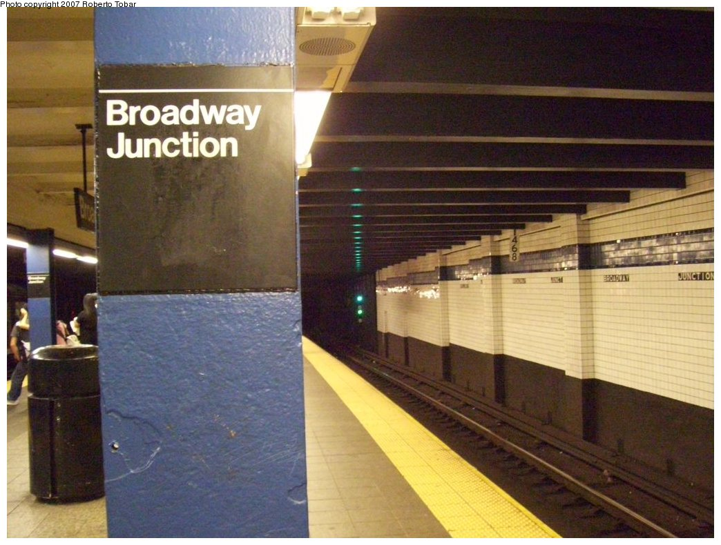 (175k, 1044x790)<br><b>Country:</b> United States<br><b>City:</b> New York<br><b>System:</b> New York City Transit<br><b>Line:</b> IND Fulton Street Line<br><b>Location:</b> Broadway/East New York (Broadway Junction) <br><b>Photo by:</b> Roberto C. Tobar<br><b>Date:</b> 9/29/2007<br><b>Notes:</b> Station view.<br><b>Viewed (this week/total):</b> 1 / 981