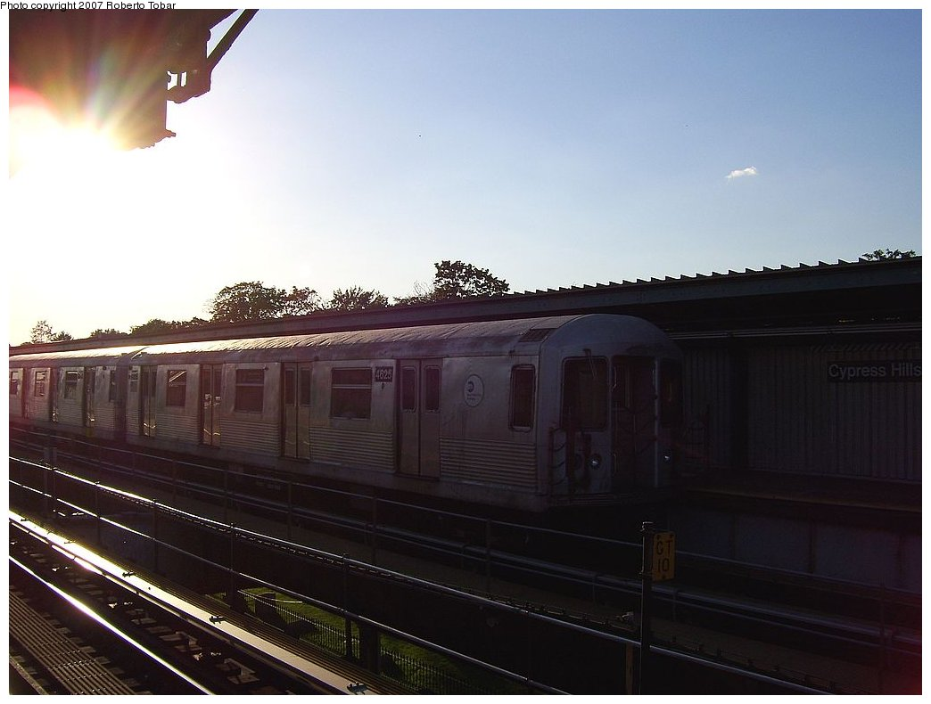 (132k, 1044x790)<br><b>Country:</b> United States<br><b>City:</b> New York<br><b>System:</b> New York City Transit<br><b>Line:</b> BMT Nassau Street/Jamaica Line<br><b>Location:</b> Cypress Hills <br><b>Route:</b> J<br><b>Car:</b> R-42 (St. Louis, 1969-1970)  4625 <br><b>Photo by:</b> Roberto C. Tobar<br><b>Date:</b> 9/29/2007<br><b>Viewed (this week/total):</b> 3 / 1297