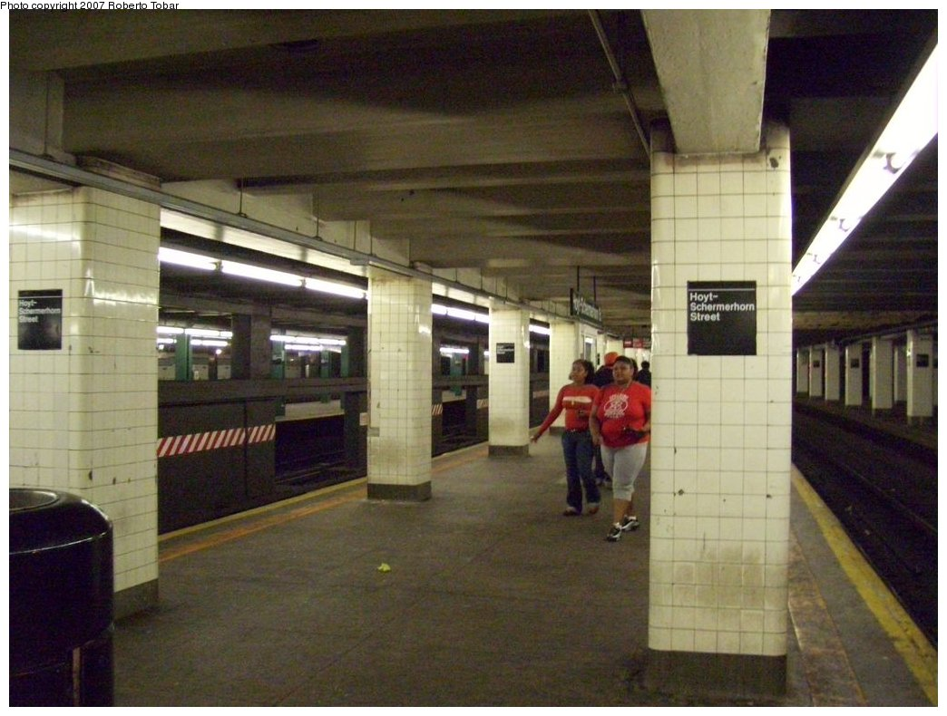 (166k, 1044x790)<br><b>Country:</b> United States<br><b>City:</b> New York<br><b>System:</b> New York City Transit<br><b>Line:</b> IND Fulton Street Line<br><b>Location:</b> Hoyt-Schermerhorn Street <br><b>Photo by:</b> Roberto C. Tobar<br><b>Date:</b> 9/29/2007<br><b>Notes:</b> Station view.<br><b>Viewed (this week/total):</b> 2 / 1902