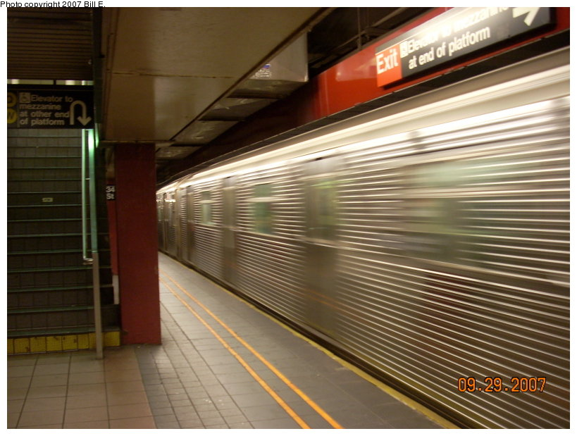 (143k, 819x619)<br><b>Country:</b> United States<br><b>City:</b> New York<br><b>System:</b> New York City Transit<br><b>Line:</b> IND 6th Avenue Line<br><b>Location:</b> 34th Street/Herald Square <br><b>Route:</b> E<br><b>Car:</b> R-32 (Budd, 1964)   <br><b>Photo by:</b> Bill E.<br><b>Date:</b> 9/29/2007<br><b>Notes:</b> E trains running on F line for weekend repair work.<br><b>Viewed (this week/total):</b> 0 / 1679