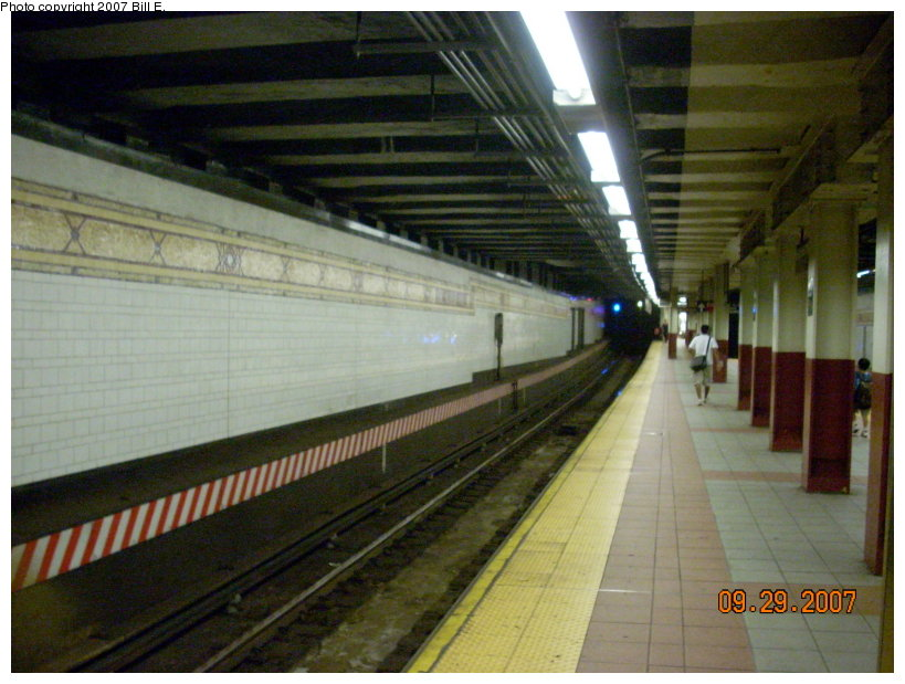 (141k, 819x619)<br><b>Country:</b> United States<br><b>City:</b> New York<br><b>System:</b> New York City Transit<br><b>Location:</b> DeKalb Avenue<br><b>Photo by:</b> Bill E.<br><b>Date:</b> 9/29/2007<br><b>Notes:</b> Platform view.<br><b>Viewed (this week/total):</b> 3 / 2584