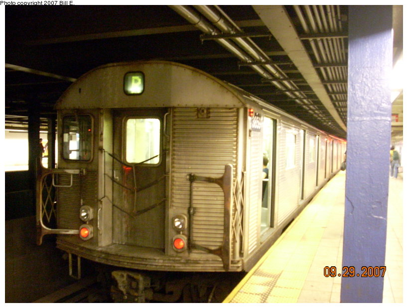 (140k, 819x619)<br><b>Country:</b> United States<br><b>City:</b> New York<br><b>System:</b> New York City Transit<br><b>Line:</b> IND Queens Boulevard Line<br><b>Location:</b> Woodhaven Boulevard/Queens Mall <br><b>Route:</b> R<br><b>Car:</b> R-32 (Budd, 1964)  3859 <br><b>Photo by:</b> Bill E.<br><b>Date:</b> 9/29/2007<br><b>Viewed (this week/total):</b> 3 / 2246