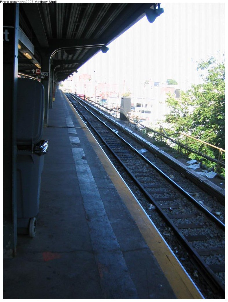 (156k, 788x1044)<br><b>Country:</b> United States<br><b>City:</b> New York<br><b>System:</b> New York City Transit<br><b>Line:</b> IND Rockaway<br><b>Location:</b> Mott Avenue/Far Rockaway <br><b>Photo by:</b> Matthew Shull<br><b>Date:</b> 8/27/2007<br><b>Notes:</b> Track 3 - Looking towards Bumper Block; used to be Nassau County-bound LIRR track<br><b>Viewed (this week/total):</b> 2 / 613