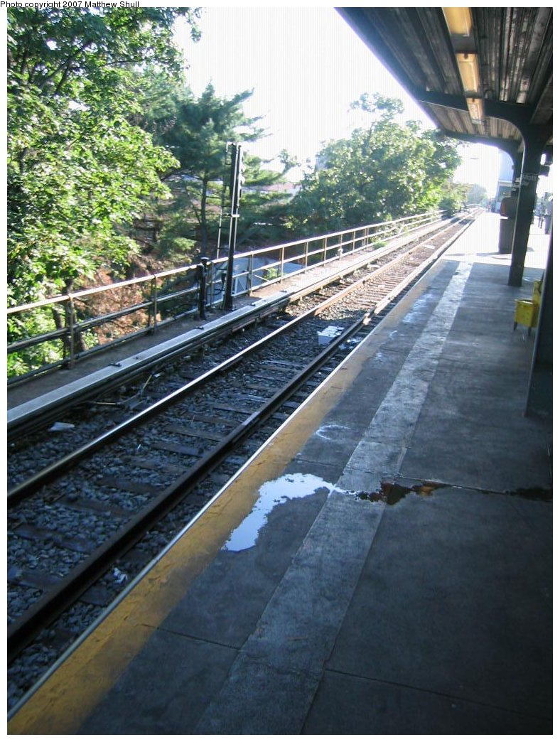 (209k, 788x1044)<br><b>Country:</b> United States<br><b>City:</b> New York<br><b>System:</b> New York City Transit<br><b>Line:</b> IND Rockaway<br><b>Location:</b> Mott Avenue/Far Rockaway <br><b>Photo by:</b> Matthew Shull<br><b>Date:</b> 8/27/2007<br><b>Notes:</b> Track 3 - Manhattan-bound<br><b>Viewed (this week/total):</b> 0 / 598