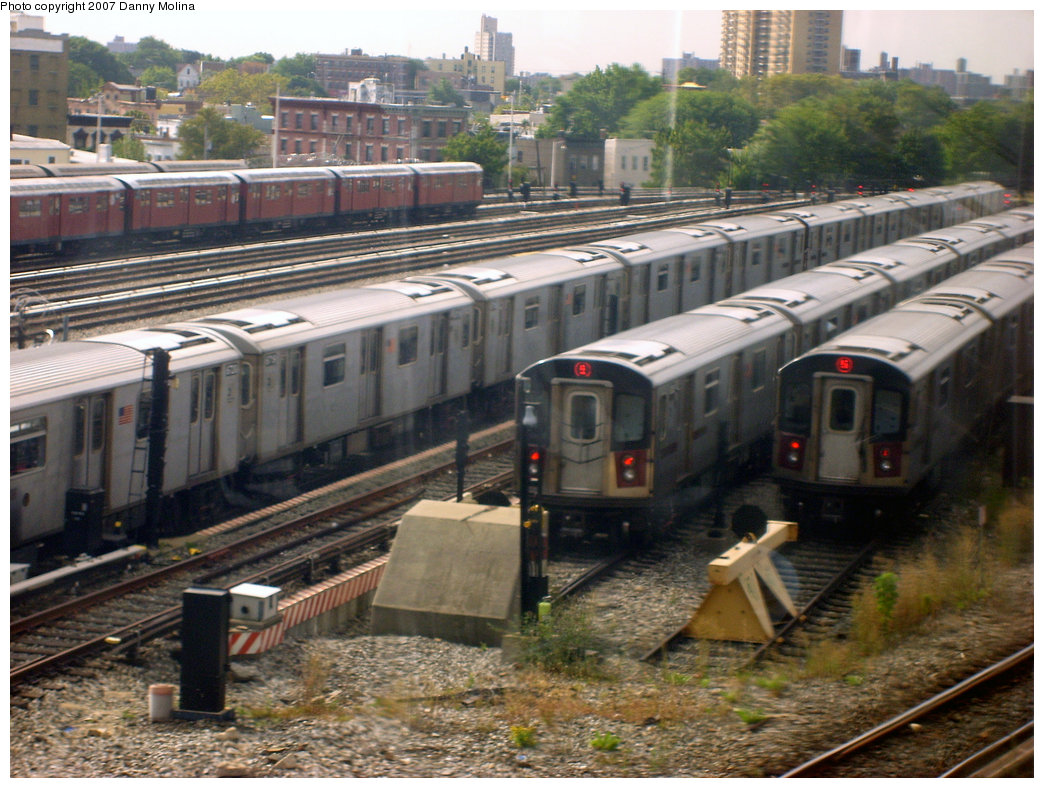 (260k, 1044x788)<br><b>Country:</b> United States<br><b>City:</b> New York<br><b>System:</b> New York City Transit<br><b>Location:</b> East 180th Street Yard<br><b>Photo by:</b> Danny Molina<br><b>Date:</b> 9/20/2007<br><b>Viewed (this week/total):</b> 0 / 2495