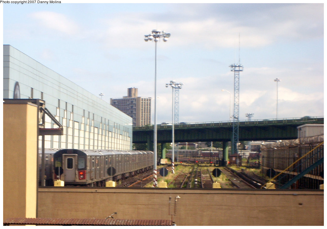 (160k, 1044x731)<br><b>Country:</b> United States<br><b>City:</b> New York<br><b>System:</b> New York City Transit<br><b>Location:</b> East 180th Street Yard<br><b>Photo by:</b> Danny Molina<br><b>Date:</b> 9/20/2007<br><b>Viewed (this week/total):</b> 0 / 2122