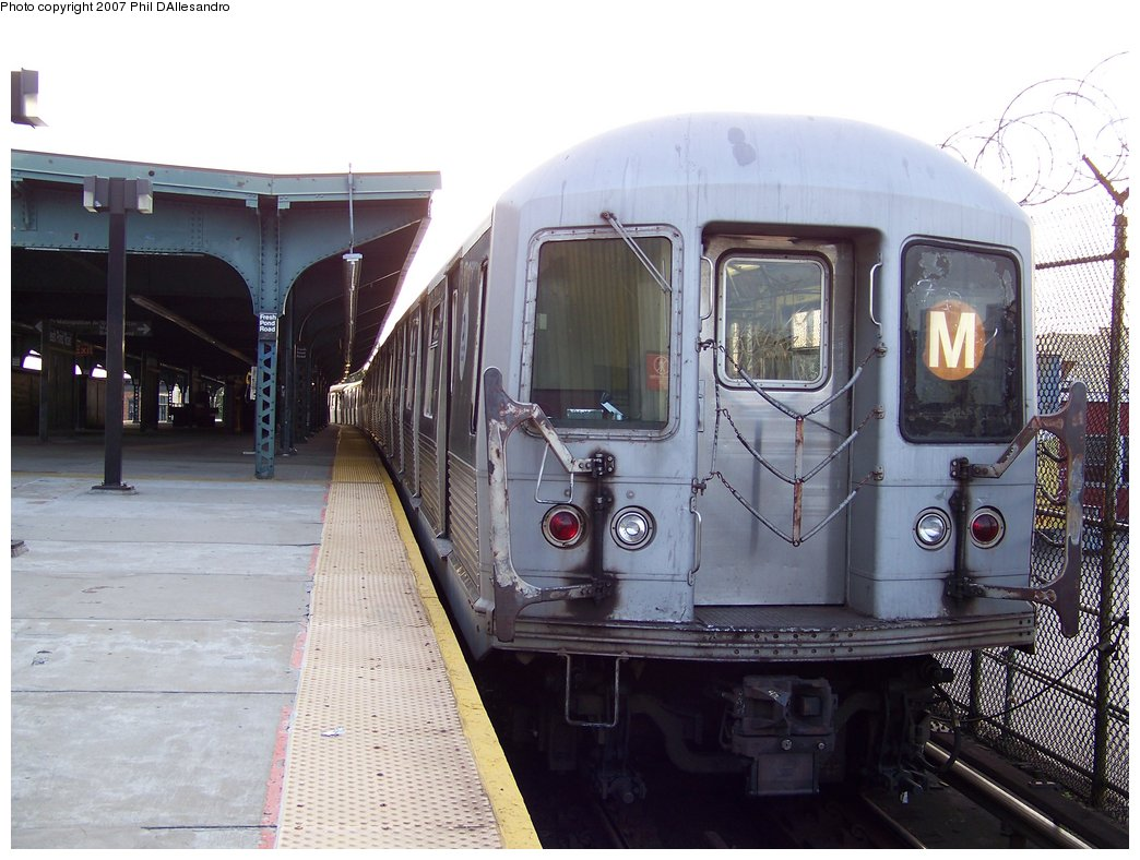 (177k, 1044x788)<br><b>Country:</b> United States<br><b>City:</b> New York<br><b>System:</b> New York City Transit<br><b>Line:</b> BMT Myrtle Avenue Line<br><b>Location:</b> Fresh Pond Road <br><b>Route:</b> M<br><b>Car:</b> R-42 (St. Louis, 1969-1970)  4885 <br><b>Photo by:</b> Philip D'Allesandro<br><b>Date:</b> 10/1/2007<br><b>Viewed (this week/total):</b> 6 / 2134
