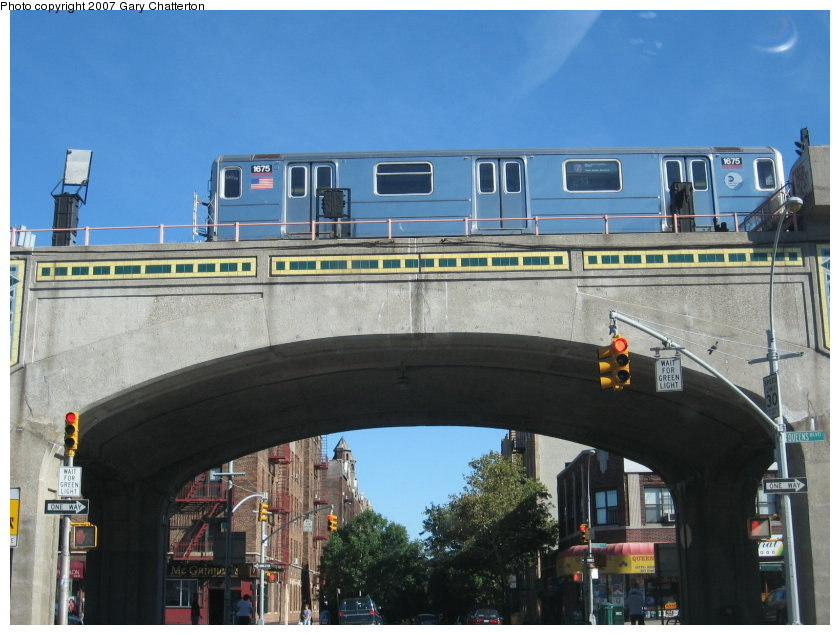 (113k, 840x635)<br><b>Country:</b> United States<br><b>City:</b> New York<br><b>System:</b> New York City Transit<br><b>Line:</b> IRT Flushing Line<br><b>Location:</b> 46th Street/Bliss Street <br><b>Route:</b> 7<br><b>Car:</b> R-62A (Bombardier, 1984-1987)  1675 <br><b>Photo by:</b> Gary Chatterton<br><b>Date:</b> 9/24/2007<br><b>Viewed (this week/total):</b> 1 / 1611