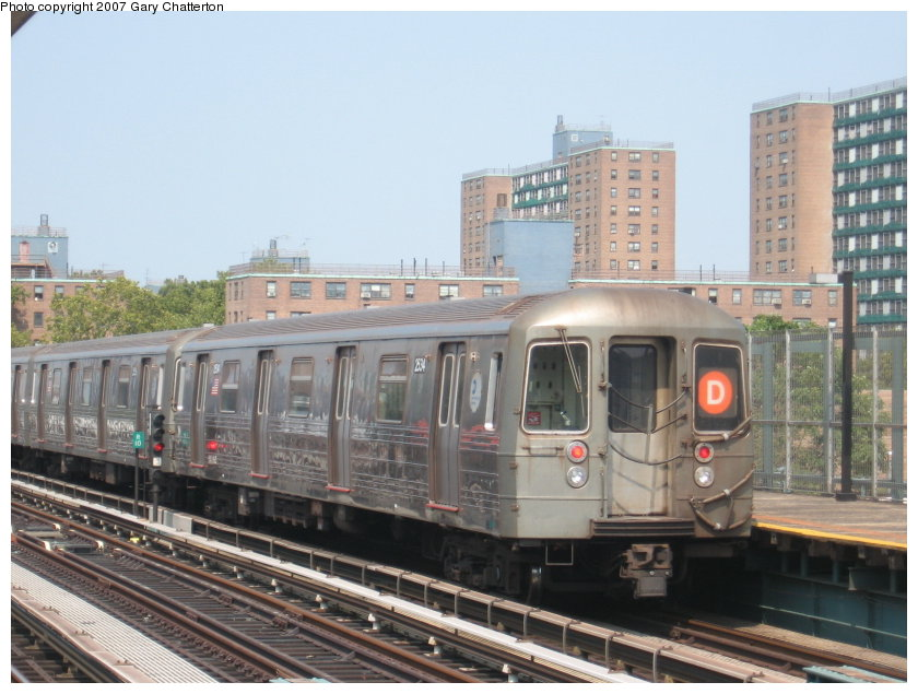 (115k, 840x635)<br><b>Country:</b> United States<br><b>City:</b> New York<br><b>System:</b> New York City Transit<br><b>Line:</b> BMT West End Line<br><b>Location:</b> Bay 50th Street <br><b>Route:</b> D<br><b>Car:</b> R-68 (Westinghouse-Amrail, 1986-1988)  2534 <br><b>Photo by:</b> Gary Chatterton<br><b>Date:</b> 9/8/2007<br><b>Viewed (this week/total):</b> 1 / 871