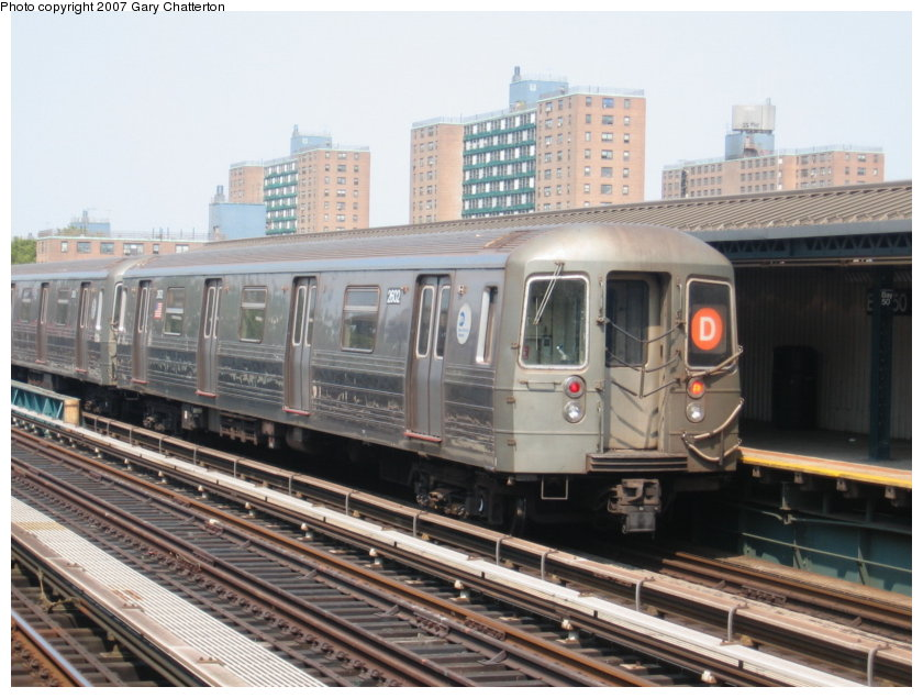 (119k, 840x635)<br><b>Country:</b> United States<br><b>City:</b> New York<br><b>System:</b> New York City Transit<br><b>Line:</b> BMT West End Line<br><b>Location:</b> Bay 50th Street <br><b>Route:</b> D<br><b>Car:</b> R-68 (Westinghouse-Amrail, 1986-1988)  2602 <br><b>Photo by:</b> Gary Chatterton<br><b>Date:</b> 9/8/2007<br><b>Viewed (this week/total):</b> 2 / 1080