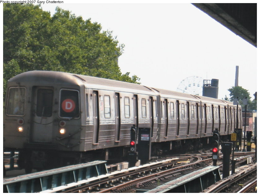 (112k, 840x635)<br><b>Country:</b> United States<br><b>City:</b> New York<br><b>System:</b> New York City Transit<br><b>Line:</b> BMT West End Line<br><b>Location:</b> Bay 50th Street <br><b>Route:</b> D<br><b>Car:</b> R-68 (Westinghouse-Amrail, 1986-1988)  2644 <br><b>Photo by:</b> Gary Chatterton<br><b>Date:</b> 9/8/2007<br><b>Viewed (this week/total):</b> 1 / 772