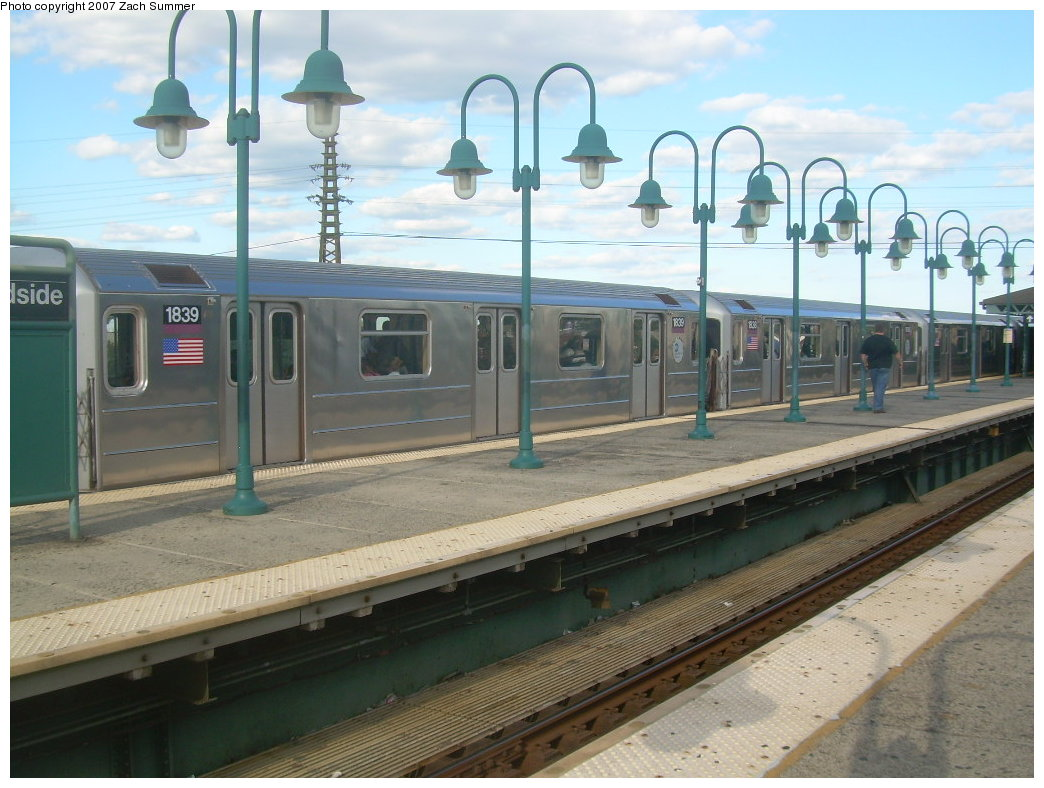 (202k, 1044x788)<br><b>Country:</b> United States<br><b>City:</b> New York<br><b>System:</b> New York City Transit<br><b>Line:</b> IRT Flushing Line<br><b>Location:</b> 61st Street/Woodside <br><b>Route:</b> 7<br><b>Car:</b> R-62A (Bombardier, 1984-1987)  1839 <br><b>Photo by:</b> Zach Summer<br><b>Date:</b> 9/12/2007<br><b>Viewed (this week/total):</b> 1 / 1718
