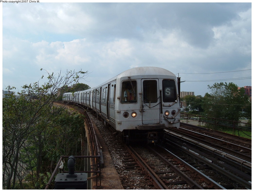 (171k, 1044x788)<br><b>Country:</b> United States<br><b>City:</b> New York<br><b>System:</b> New York City Transit<br><b>Line:</b> IND Rockaway<br><b>Location:</b> Beach 60th Street/Straiton <br><b>Route:</b> S<br><b>Car:</b> R-44 (St. Louis, 1971-73)  <br><b>Photo by:</b> Chris M.<br><b>Date:</b> 10/7/2007<br><b>Viewed (this week/total):</b> 0 / 1801