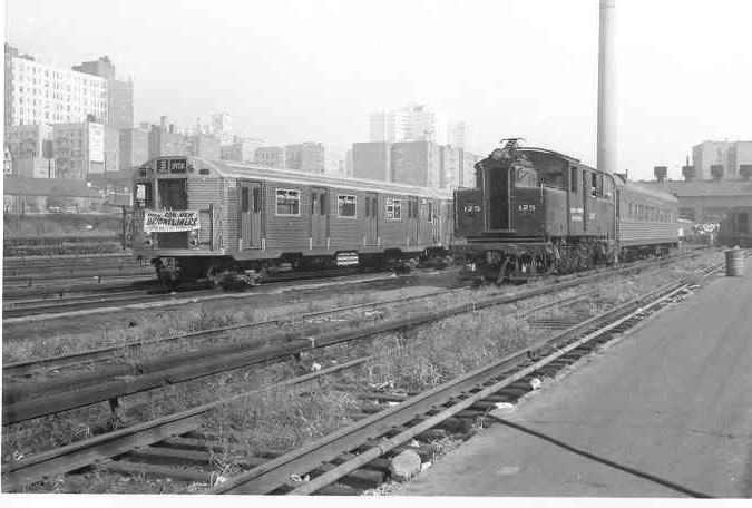 (67k, 675x456)<br><b>Country:</b> United States<br><b>System:</b> New York City Transit<br><b>Location:</b> Mott Haven Yard <br><b>Car:</b> R-32 (Budd, 1964)  3352 <br><b>Collection of:</b> Frank Pfuhler<br><b>Date:</b> 9/9/1964<br><b>Notes:</b> Introduction of the Brightliners.<br><b>Viewed (this week/total):</b> 3 / 1841