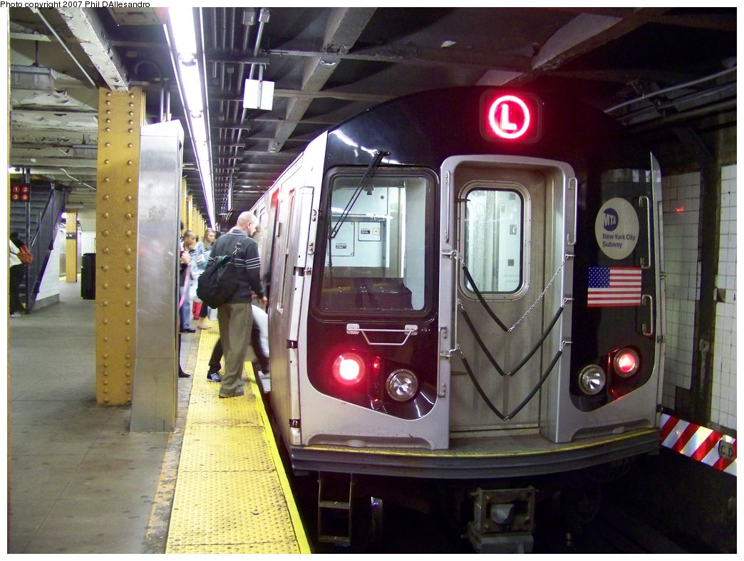 (185k, 1044x788)<br><b>Country:</b> United States<br><b>City:</b> New York<br><b>System:</b> New York City Transit<br><b>Line:</b> BMT Canarsie Line<br><b>Location:</b> Union Square <br><b>Route:</b> L<br><b>Car:</b> R-143 (Kawasaki, 2001-2002) 8288 <br><b>Photo by:</b> Philip D'Allesandro<br><b>Date:</b> 10/13/2007<br><b>Viewed (this week/total):</b> 1 / 1759