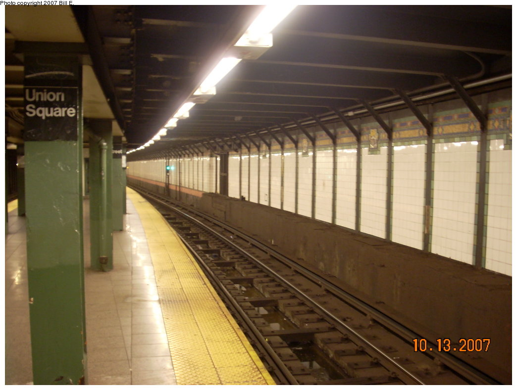 (166k, 1044x788)<br><b>Country:</b> United States<br><b>City:</b> New York<br><b>System:</b> New York City Transit<br><b>Line:</b> BMT Broadway Line<br><b>Location:</b> 14th Street/Union Square <br><b>Photo by:</b> Bill E.<br><b>Date:</b> 10/13/2007<br><b>Viewed (this week/total):</b> 0 / 1440