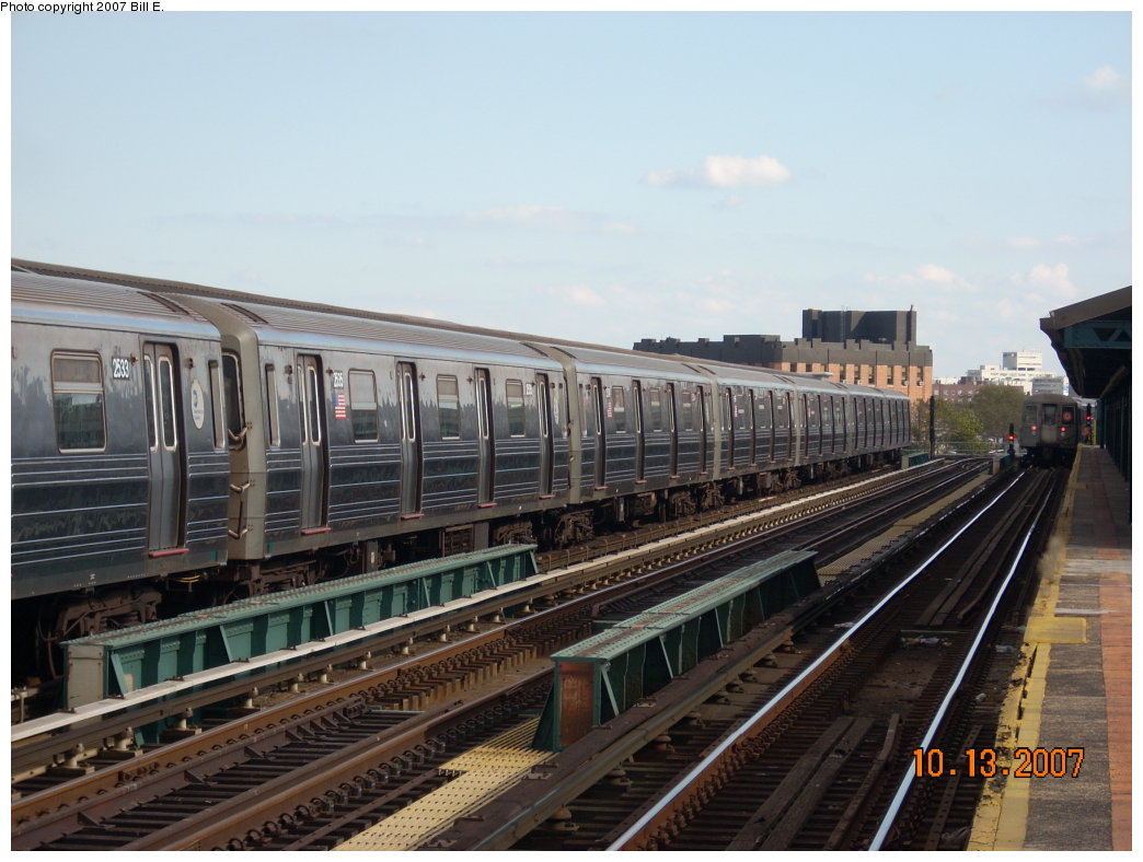 (192k, 1044x788)<br><b>Country:</b> United States<br><b>City:</b> New York<br><b>System:</b> New York City Transit<br><b>Line:</b> BMT West End Line<br><b>Location:</b> 25th Avenue <br><b>Route:</b> D<br><b>Car:</b> R-68 (Westinghouse-Amrail, 1986-1988)  2533 <br><b>Photo by:</b> Bill E.<br><b>Date:</b> 10/13/2007<br><b>Viewed (this week/total):</b> 1 / 907
