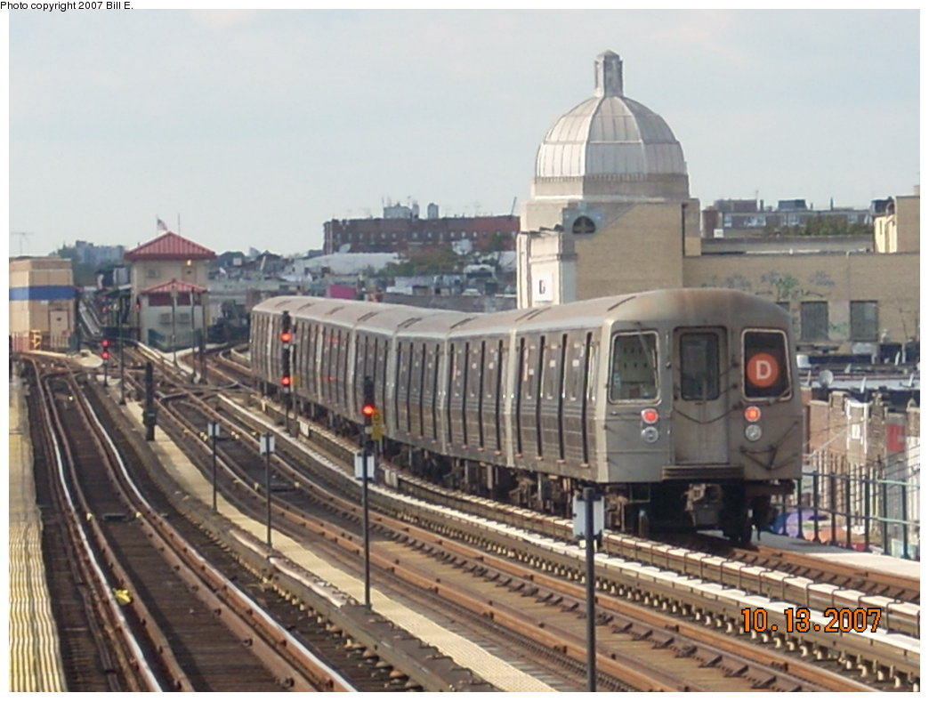 (183k, 1044x788)<br><b>Country:</b> United States<br><b>City:</b> New York<br><b>System:</b> New York City Transit<br><b>Line:</b> BMT West End Line<br><b>Location:</b> 25th Avenue <br><b>Route:</b> D<br><b>Car:</b> R-68 (Westinghouse-Amrail, 1986-1988)   <br><b>Photo by:</b> Bill E.<br><b>Date:</b> 10/13/2007<br><b>Viewed (this week/total):</b> 2 / 1321