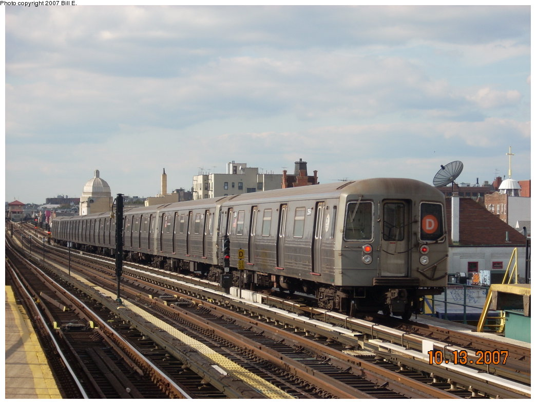 (194k, 1044x788)<br><b>Country:</b> United States<br><b>City:</b> New York<br><b>System:</b> New York City Transit<br><b>Line:</b> BMT West End Line<br><b>Location:</b> 25th Avenue <br><b>Route:</b> D<br><b>Car:</b> R-68 (Westinghouse-Amrail, 1986-1988)   <br><b>Photo by:</b> Bill E.<br><b>Date:</b> 10/13/2007<br><b>Viewed (this week/total):</b> 3 / 1114