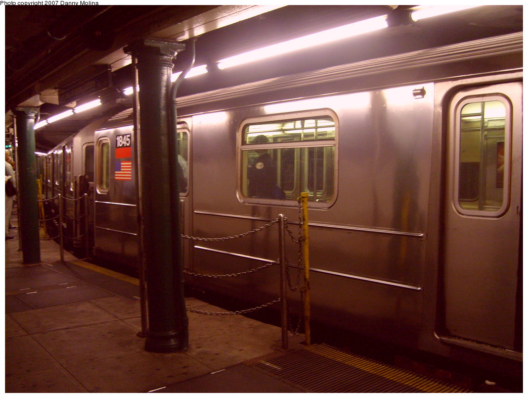 (194k, 1044x788)<br><b>Country:</b> United States<br><b>City:</b> New York<br><b>System:</b> New York City Transit<br><b>Line:</b> IRT West Side Line<br><b>Location:</b> South Ferry (Outer Loop Station) <br><b>Route:</b> 1<br><b>Car:</b> R-62A (Bombardier, 1984-1987)  1845 <br><b>Photo by:</b> Danny Molina<br><b>Date:</b> 10/10/2007<br><b>Viewed (this week/total):</b> 5 / 2112