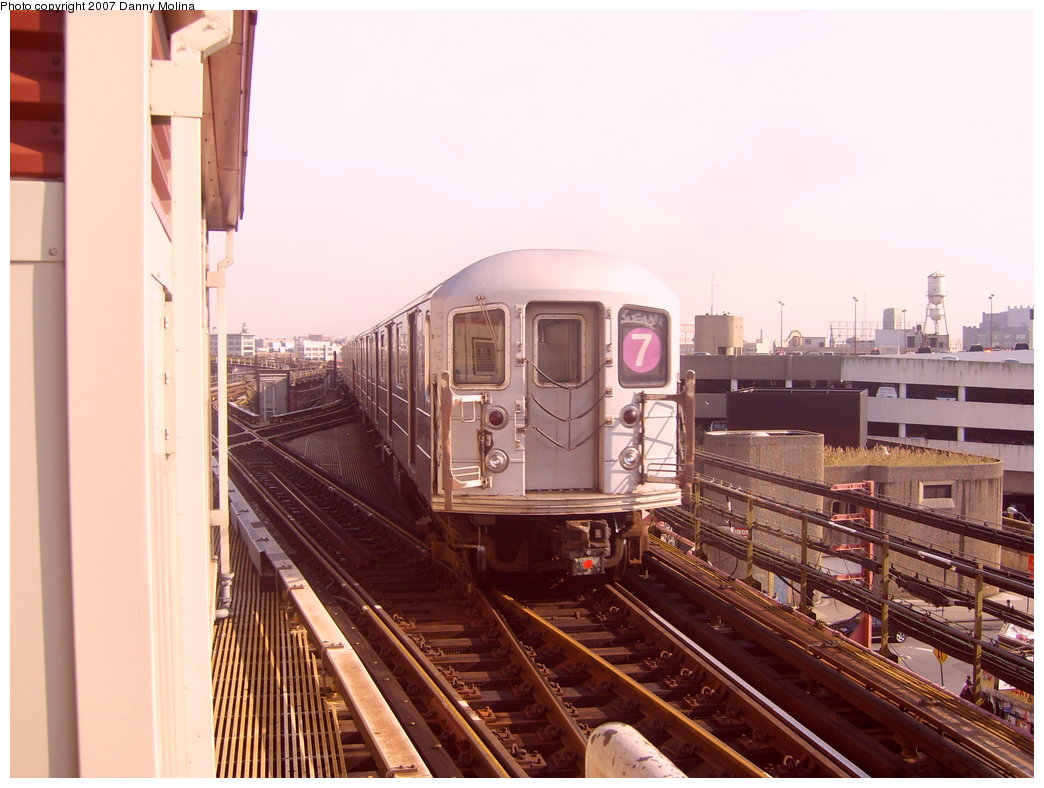 (196k, 1044x788)<br><b>Country:</b> United States<br><b>City:</b> New York<br><b>System:</b> New York City Transit<br><b>Line:</b> IRT Flushing Line<br><b>Location:</b> Queensborough Plaza <br><b>Route:</b> 7<br><b>Car:</b> R-62A (Bombardier, 1984-1987)   <br><b>Photo by:</b> Danny Molina<br><b>Date:</b> 10/10/2007<br><b>Viewed (this week/total):</b> 3 / 966