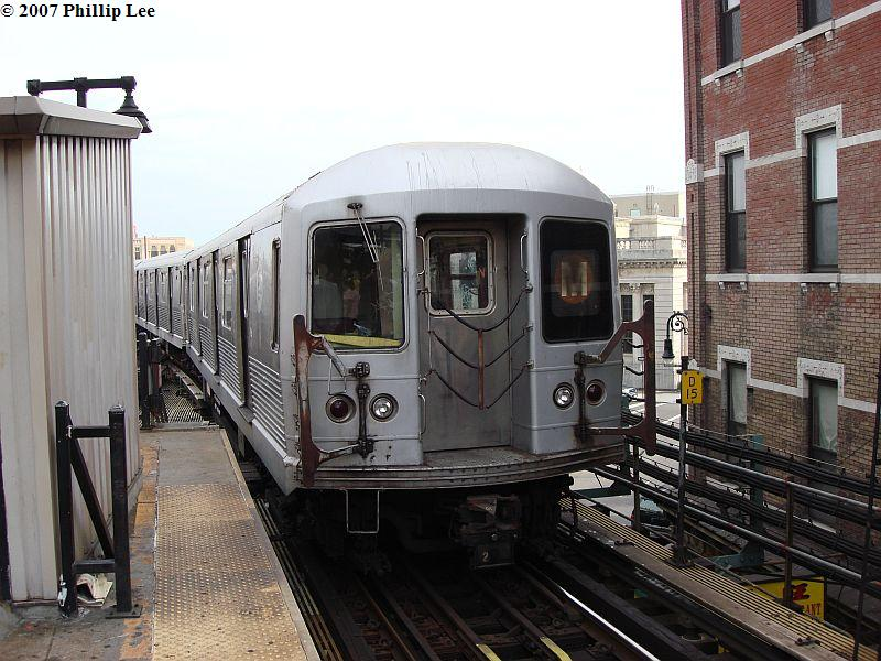 (112k, 800x600)<br><b>Country:</b> United States<br><b>City:</b> New York<br><b>System:</b> New York City Transit<br><b>Line:</b> BMT Nassau Street/Jamaica Line<br><b>Location:</b> Myrtle Avenue <br><b>Route:</b> J<br><b>Car:</b> R-42 (St. Louis, 1969-1970)   <br><b>Photo by:</b> Phillip Lee<br><b>Date:</b> 9/27/2007<br><b>Viewed (this week/total):</b> 0 / 982