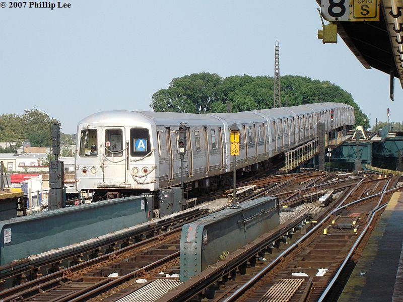 (124k, 800x600)<br><b>Country:</b> United States<br><b>City:</b> New York<br><b>System:</b> New York City Transit<br><b>Line:</b> IND Fulton Street Line<br><b>Location:</b> Rockaway Boulevard <br><b>Route:</b> A<br><b>Car:</b> R-44 (St. Louis, 1971-73)  <br><b>Photo by:</b> Phillip Lee<br><b>Date:</b> 8/30/2007<br><b>Viewed (this week/total):</b> 1 / 1288