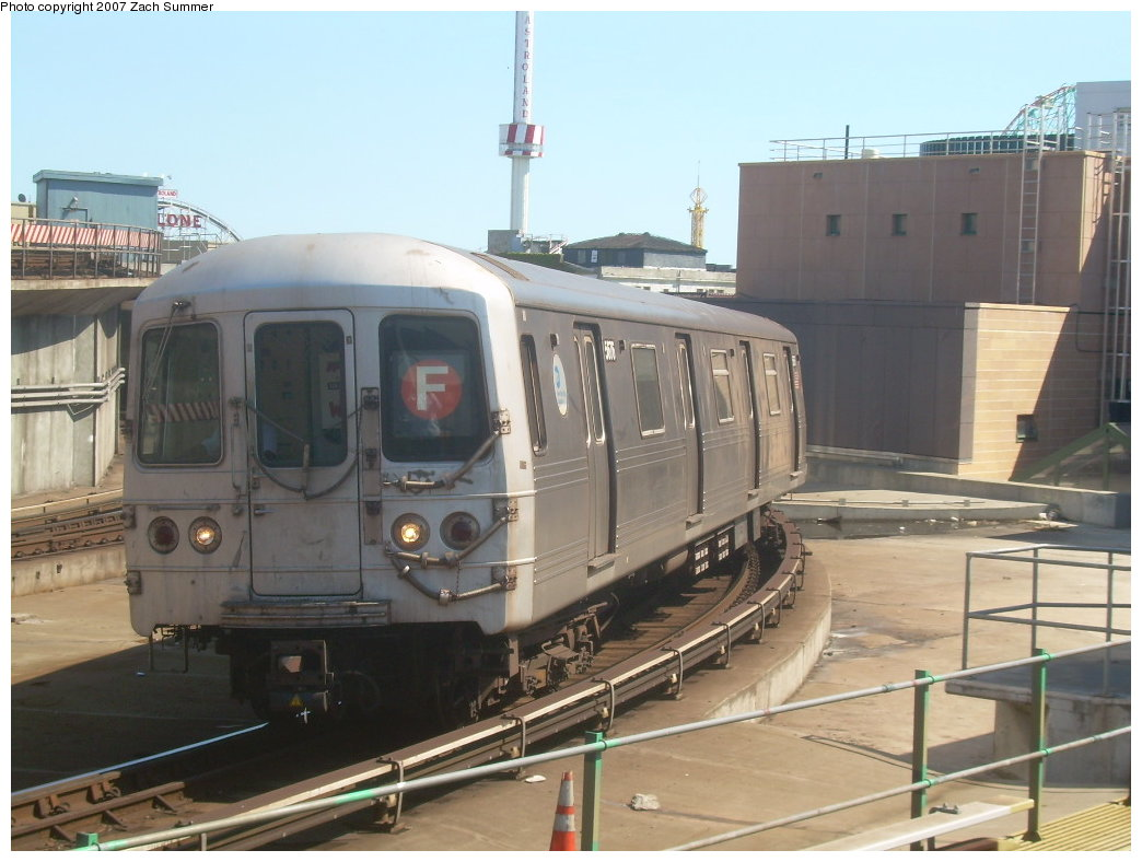 (184k, 1044x788)<br><b>Country:</b> United States<br><b>City:</b> New York<br><b>System:</b> New York City Transit<br><b>Location:</b> Coney Island/Stillwell Avenue<br><b>Route:</b> F<br><b>Car:</b> R-46 (Pullman-Standard, 1974-75) 5676 <br><b>Photo by:</b> Zach Summer<br><b>Date:</b> 9/13/2007<br><b>Viewed (this week/total):</b> 3 / 1280