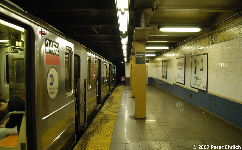(198k, 930x579)<br><b>Country:</b> United States<br><b>City:</b> New York<br><b>System:</b> New York City Transit<br><b>Line:</b> IRT West Side Line<br><b>Location:</b> Houston Street <br><b>Route:</b> 1<br><b>Car:</b> R-62A (Bombardier, 1984-1987)  2452 <br><b>Photo by:</b> Peter Ehrlich<br><b>Date:</b> 7/29/2009<br><b>Notes:</b> Northbound.<br><b>Viewed (this week/total):</b> 2 / 759