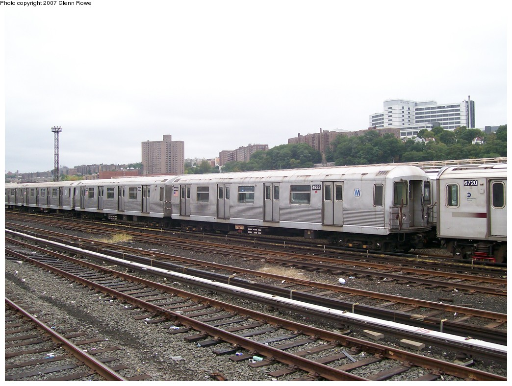 (237k, 1044x788)<br><b>Country:</b> United States<br><b>City:</b> New York<br><b>System:</b> New York City Transit<br><b>Location:</b> 207th Street Yard<br><b>Car:</b> R-42 (St. Louis, 1969-1970)  4933/2 <br><b>Photo by:</b> Glenn L. Rowe<br><b>Date:</b> 10/9/2007<br><b>Viewed (this week/total):</b> 0 / 1695